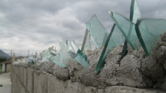 wall-glass-on-top